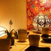 廊下【雰囲気】京都町家を思わせる雰囲気の店内は、間接照明が優しく灯る、和モダンな空間となっております。接待や記念日、同窓会など様々な場面でご利用可能。お料理も新鮮なお魚はもちろん、とろける炙りチャーシュー、塩ホルモン炒めなどお肉料理も絶品です。