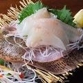 料理メニュー写真人気No4     旬魚de姿盛り580円から・税込[plate of assorted sashimi]