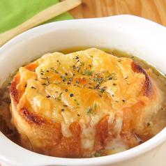 料理メニュー写真濃厚オニオングラタンスープ