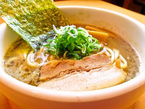こだわりの自家製麺と、旨味たっぷり濃厚スープが美味しさの秘訣!