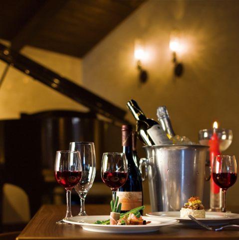 落ち着いた雰囲気のなかでワイン等、大人な雰囲気も◎。様々なシーンでご利用いただけますので、ぜひご利用くださいませ。