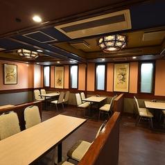 【2階テーブル席】2~4名席×8卓、4~6名席×4卓、他1名様から御利用可能な少人数席や横並びで御利用頂けるお席もございます!