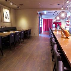 おひとり様でのお食事やデートにもオススメのカウンター席は14席ございます!