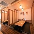 [八王子駅から3分にある鶏料理専門居酒屋]賑やかながら、どこかホッとするような落ち着きの空間でお食事をお楽しみ下さい。