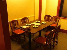 テーブル席は2名様~。最大12名まで対応