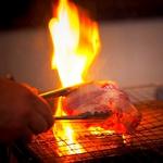 【五感を刺激する上質炭火焼きダイニング】こだわりのグリル料理をお楽しみください。