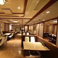 【3階テーブル席】1名様~ご利用可能です。2名~4名席×7卓、10名個室×3卓、カウンターも御座います。全76席ありますのでフロア貸切なども御相談承りますのでお気軽にお問い合わせ下さい!