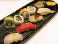 料理メニュー写真寿司とロールの盛合せ B