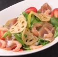料理メニュー写真プリプリ海老と生ハムのサラダ
