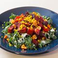 料理メニュー写真ケールとローストした根菜のサラダ