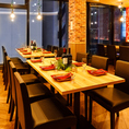 団体様のご利用にも最適な広々個室も完備しております。優しく灯る間接照明が印象的な大人の空間でこだわりの創作肉料理をお愉しみください。歓送迎会や女子会、同窓会などにも最適です。