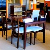 テーブルや小上がり席をご用意しております。お席の配置などはご利用人数に応じて対応出来ますので、お気軽にご相談下さい。