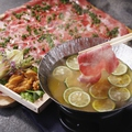料理メニュー写真熟成牛タンと北海道産 生雲丹の洋風しゃぶしゃぶ ~旨みたっぷりの蛤と生ウニのスープで~