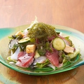 料理メニュー写真海ぶどう海鮮サラダ
