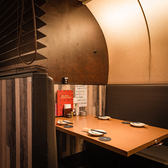 2列に向かい合った席で自然と話もはずむ、個室風テーブル席。8名様までご利用いただける、ちょっとした集まりに人気のお席です♪上司・同僚・オフ会に合コンまで。最後までゆったりとお寛ぎいただけます