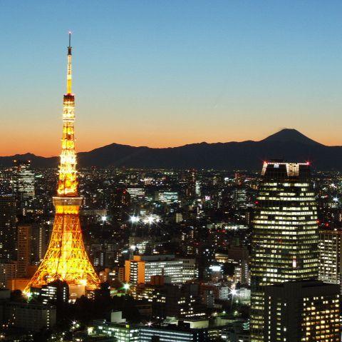 キラキラ輝く東京タワー、きらめく銀座の夜景。新たにスカイツリーを望むロケーション