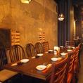 入口すぐのテーブル席はテーブルを繋げることも出来て12名様まで対応可能なので、ちょっとした宴会にも便利です!