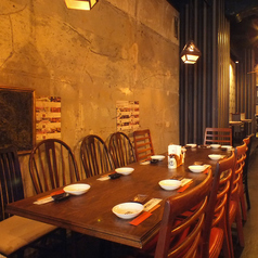 【1階】入口すぐのテーブル席はテーブルを繋げることも出来て12名様まで対応可能なので、ちょっとした宴会にも便利です!