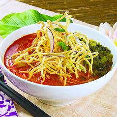 カオソイ(ココナッツカレースープの揚げ麺)