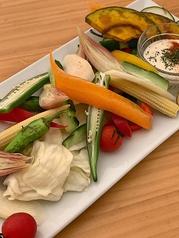 たっぷり新鮮野菜の盛り合わせ~特製アンチョビアリオリソースにつけて~