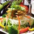 料理メニュー写真カリカリゴボーとアボカドのサラダ