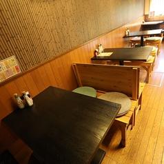 カップルさん・ファミリーさん・ご夫婦の方々、テーブル席はいかがですか?4名様テーブルでは2名様からのお使いもOKですので、当店スタッフにお気軽にお声掛けください♪