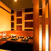 【6~8名様向け テーブル個室】ゆっくりとお食事を愉しみたいお客様は是非当店をご利用下さい!安心のプライベート個室へとご案内致します。接待・女子会・合コンなどあらゆるシーンに対応しております!