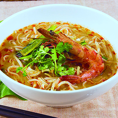トムヤムクンヌードル(辛味と酸味のあるエビスープ麺 )
