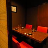【個室】こちらはパーテーションで区切った4名様席。ゆったりとお寛ぎ頂けます。椅子タイプは年配の方にもご好評です。