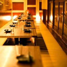 【2~10名様向け テーブル個室】落ち着いた空間でゆったりと寛げる個室席です。デートや合コン、接待にもオススメ。ご宴会や飲み会・接待に最適な飲み放題付コース2980円(税抜)~ご用意致しております。