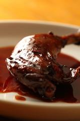 料理メニュー写真ポーヨ・バルバコア ~バルバコアソースのチキン ~(週替わり煮込み料理の一つ)
