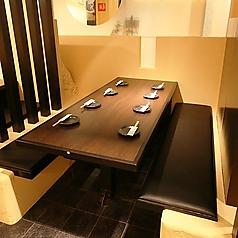 【2名様~8名様】テーブル席◆ゆったりお座りいただけるお席もございます。女子会、合コン、各種宴会にぴったりの宴会コースを各種ご用意致しました。ドリンクメニューもバラエティ豊かにご用意致しました。ぜひご利用ください。