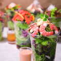 料理メニュー写真小海老とタマゴのサラダ<サウザンアイランドドレッシング>
