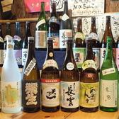 店主が実際に試飲を行い、料理と相性の良い日本酒を日本全国の銘柄含め100種以上ご用意しております。銘柄により数量限定の日本酒もございますので、お目当ての地酒がある場合にはご来店はお早めに。季節の日本酒などもご用意しておりますので、是非お試し下さい。