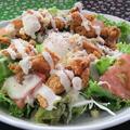 料理メニュー写真鶏皮カリカリシーザーサラダ