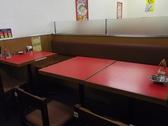 落ち着いた雰囲気のテーブル席になっています。