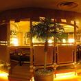 カウンター席でゆったりと楽しむハワイアンタイムをどうぞ♪フラダンスショーを鑑賞しながら美味しいお食事をお楽しみ頂けます。【月曜日~金曜日】19:30/21:00【土】19:00/20:30【日・祝】18:30/20:30 ハワイアン空間で一緒に踊って、非日常体験をお楽しみください!新宿3丁目駅徒歩1分の好立地です。
