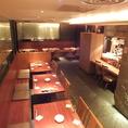 テーブルエリアの半貸切は25名様まで対応。こちらの石畳のお席は全て禁煙のお席となっております。