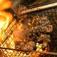 厳選した地鶏の炭火焼きは、コクや旨味はたっぷり、甘さを感じられる独特の味わいに仕上げております。また脂肪分は少なくとってもヘルシーです。柔らかい肉質でありながら、地鶏らしい適度な歯ごたえも魅力です。