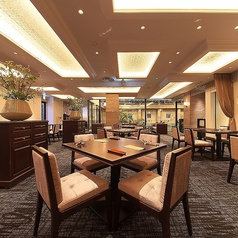 ホテルのラウンジをイメージした高級感あるラグジュアリーな空間♪ウェディングなど貸切は70名までOK!!詳しくはお問い合わせください。