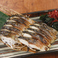 三種まぐろのねぎ塩ガーリック/三種まぐろの漁師風黄身醤油がけ/炙り〆鯖刺し