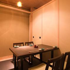 和個室のテーブル席。接待やプライベート飲み会におすすめ!