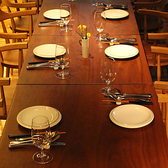 1Fは最大14名様までの個室として、 2Fは10名様までのグループでご利用いただけるスペースとなっております。貸し切りでのご利用など、お人数にあわせてお席はご提案いたしますので、スタッフまでご相談ください。