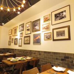 2階のレストランフロアは天井が高く、開放的な雰囲気でのお食事をお楽しみいただけます。