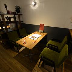 カフェのように寛げる2Fテーブル席