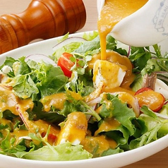 野菜をたっぷり 自家製ドレッシングのグリ-ンサラダ
