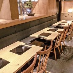 【テーブル席】2名様×30席 2名様からお席を組み合わせて、少人数宴会や団体様のご宴会もお楽しみいただけます。