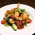 料理メニュー写真海の幸いっぱい海鮮サラダ