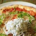 料理メニュー写真シラスと大葉のトマトピザ