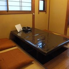 【お座敷左】3つに分けられたお座敷席。4名×3テーブル。人数に合わせて対応できます。